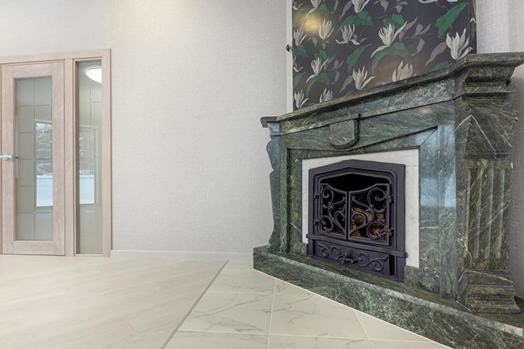 Peindre du marbre : du plan de travail à la cheminée
