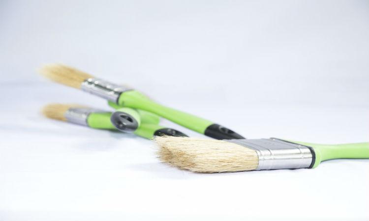 Pinceaux pour peindre plinthes